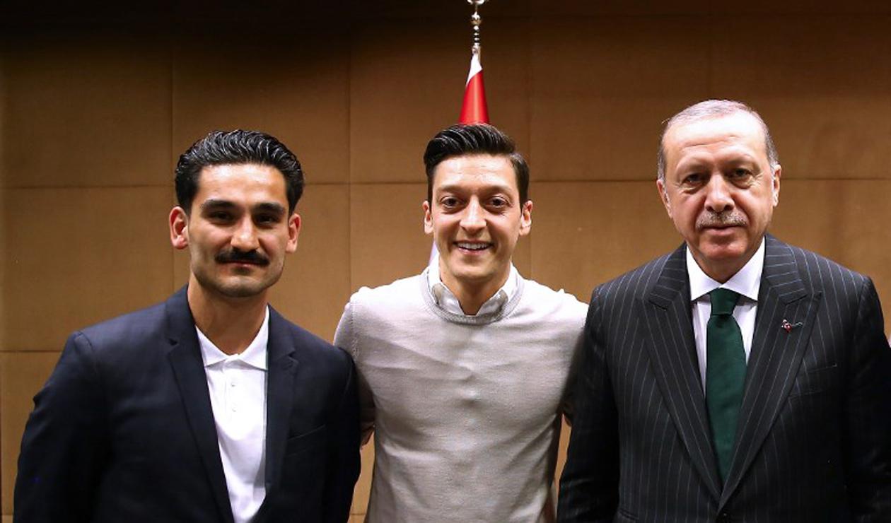 Özil y Gündogan se tomaron una foto con el presidente de Turquía