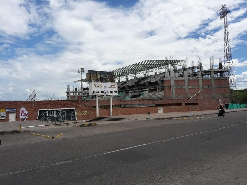 Soledad en los alrededores del Guillermo Plazas Alcid afectado por la interrupción en las obras de remodelación.
