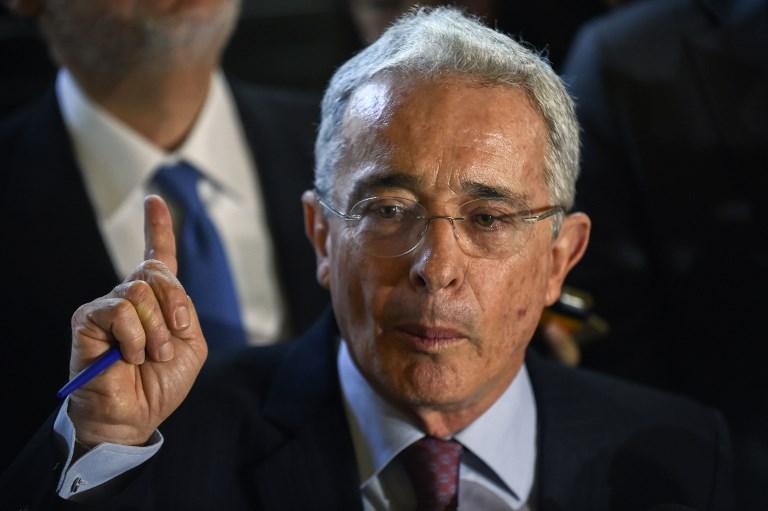 Álvaro Uribe no lo dudó y confirmó que es hincha de Nacional   Antena 2