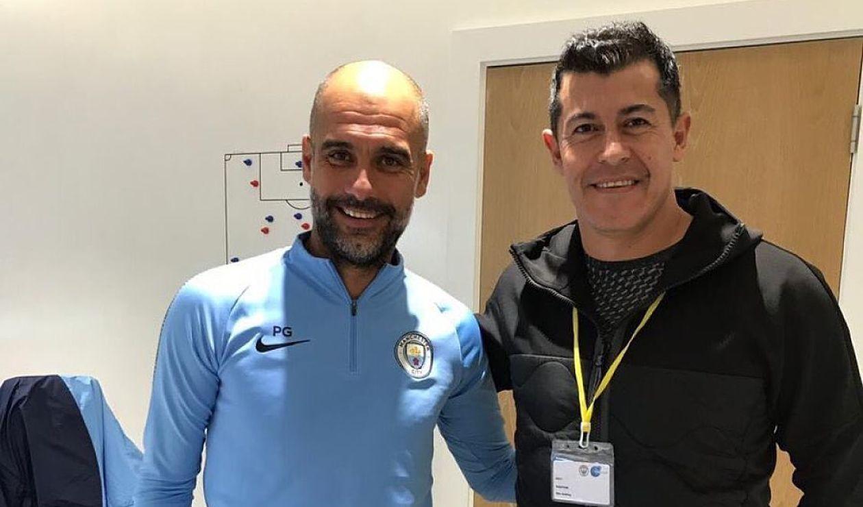 Jorge Almirón y Pep Guardiola luego de un entrenamiento con el Manchester City