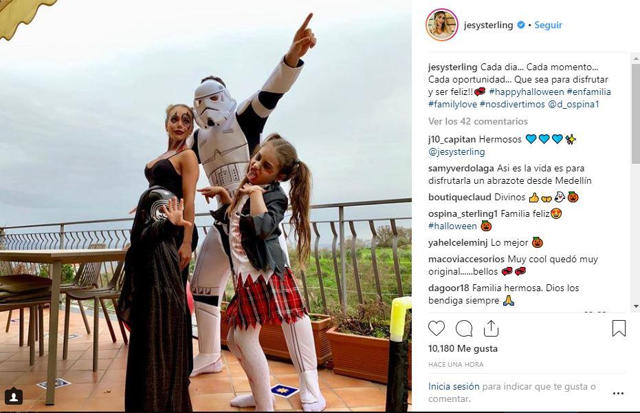 David Ospina junto a su familia en Halloween