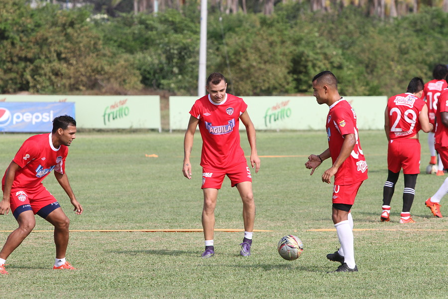 Yhonny Ramírez entrenado con Junior en 2016