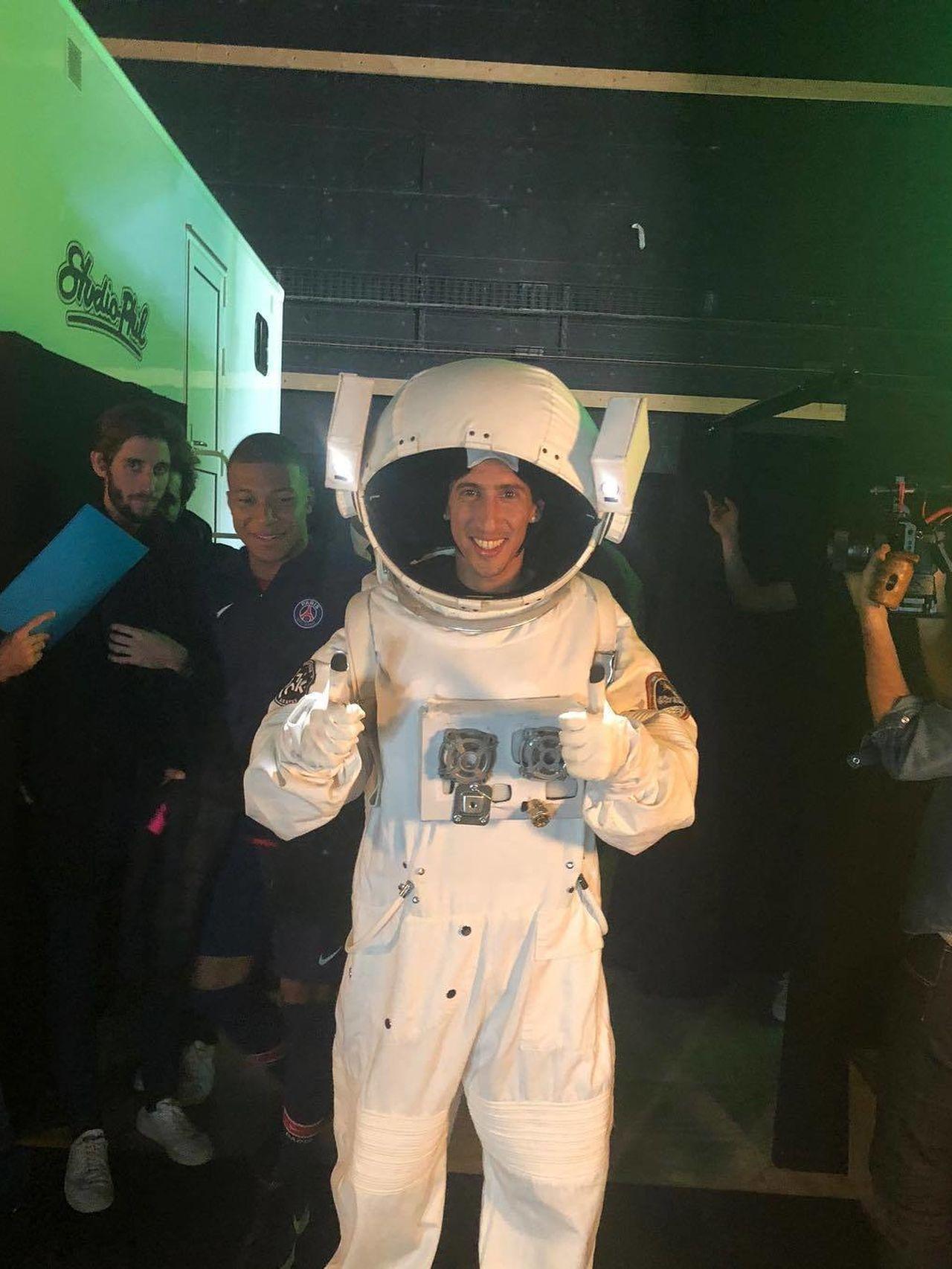 Ángel Di María disfrazado de astronauta