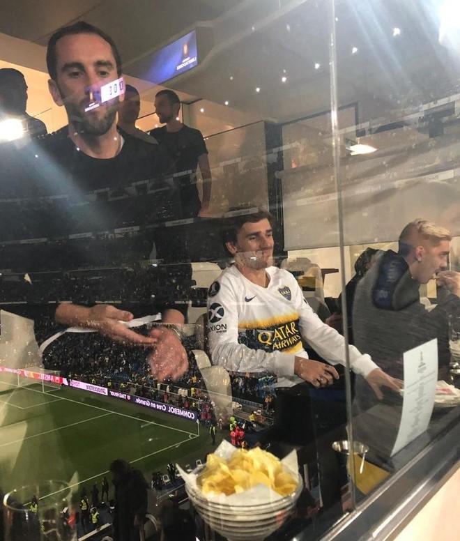 Griezmann en el palco del Santiago Bernabéu