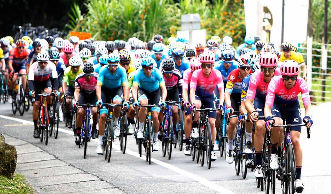 Imagen del pelotón principal durante la tercera etapa del Tour Colombia