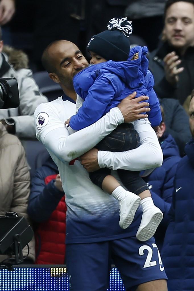 Lucas Moura y una celebración muy especial con su hijo tras marcar hattrick con el Tottenham