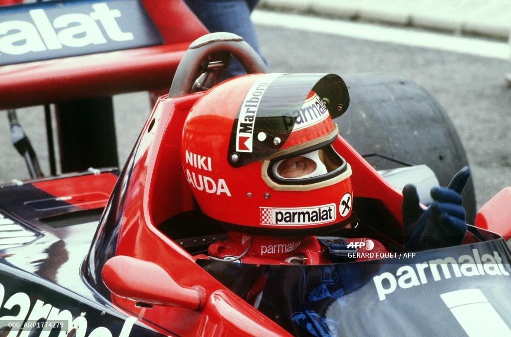 Niki Lauda después del accidente en el que sufrió serias quemaduras