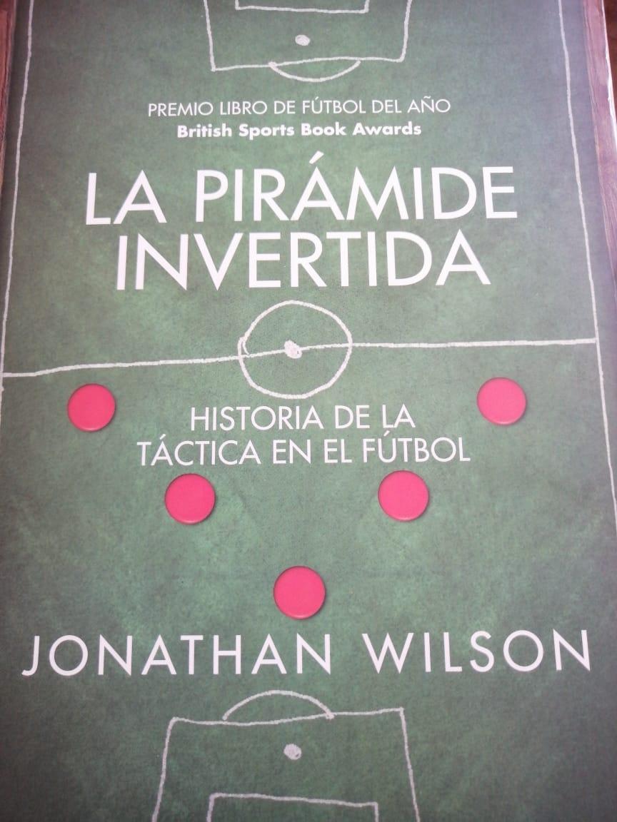 'La pirámide invertida', historia de la táctica en el fútbol. Escrito por el periodista inglés Jonathan Wilson