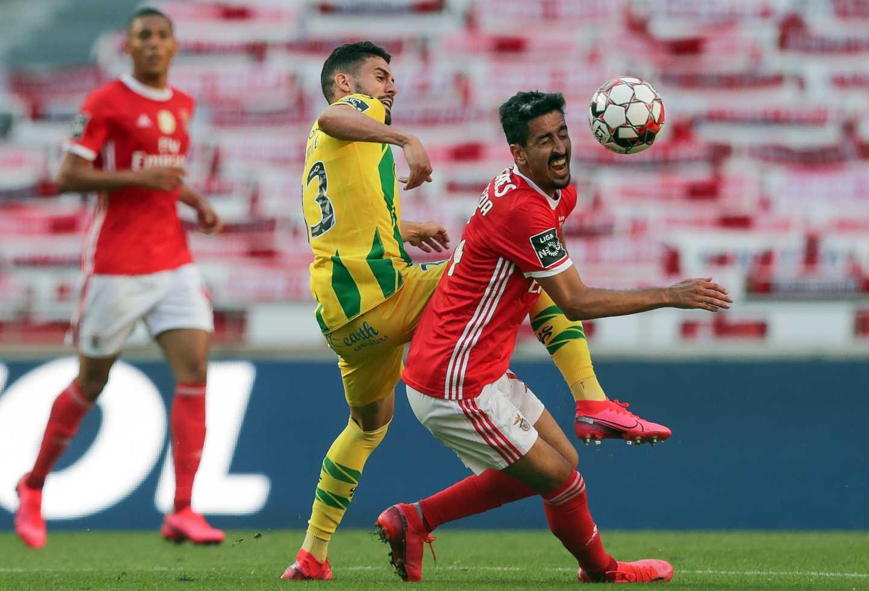 Benfica aprovechó caída de Porto y con un empate es líder en Portugal | Antena 2