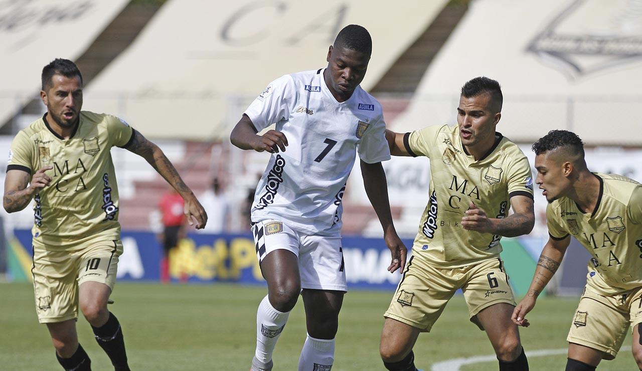Un pobre Chicó derrotó a Águilas Doradas que jugó con siete futbolista |  Antena 2