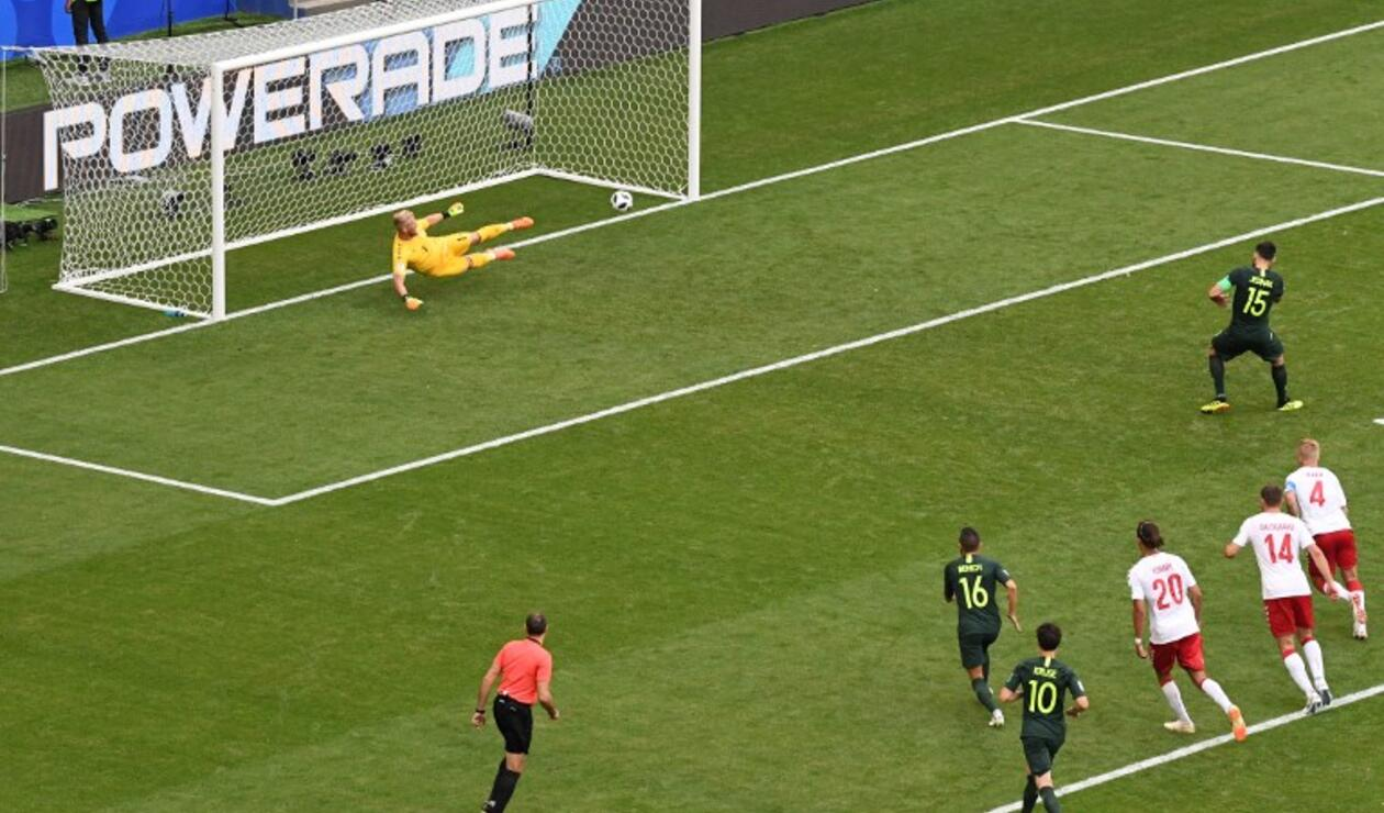 Michael Jedinak cobró el penal para Australia ante Dinamarca
