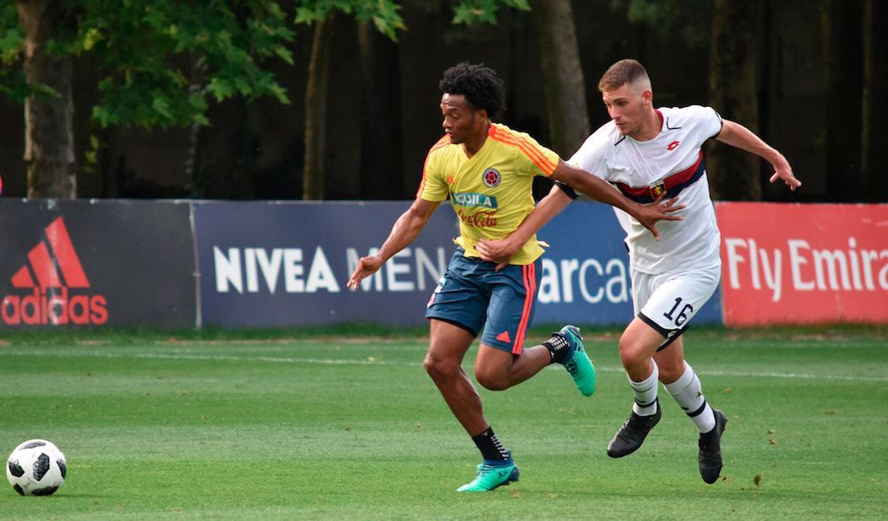 Juan Guillermo Cuadrado ante un jugador juvenil del Génova
