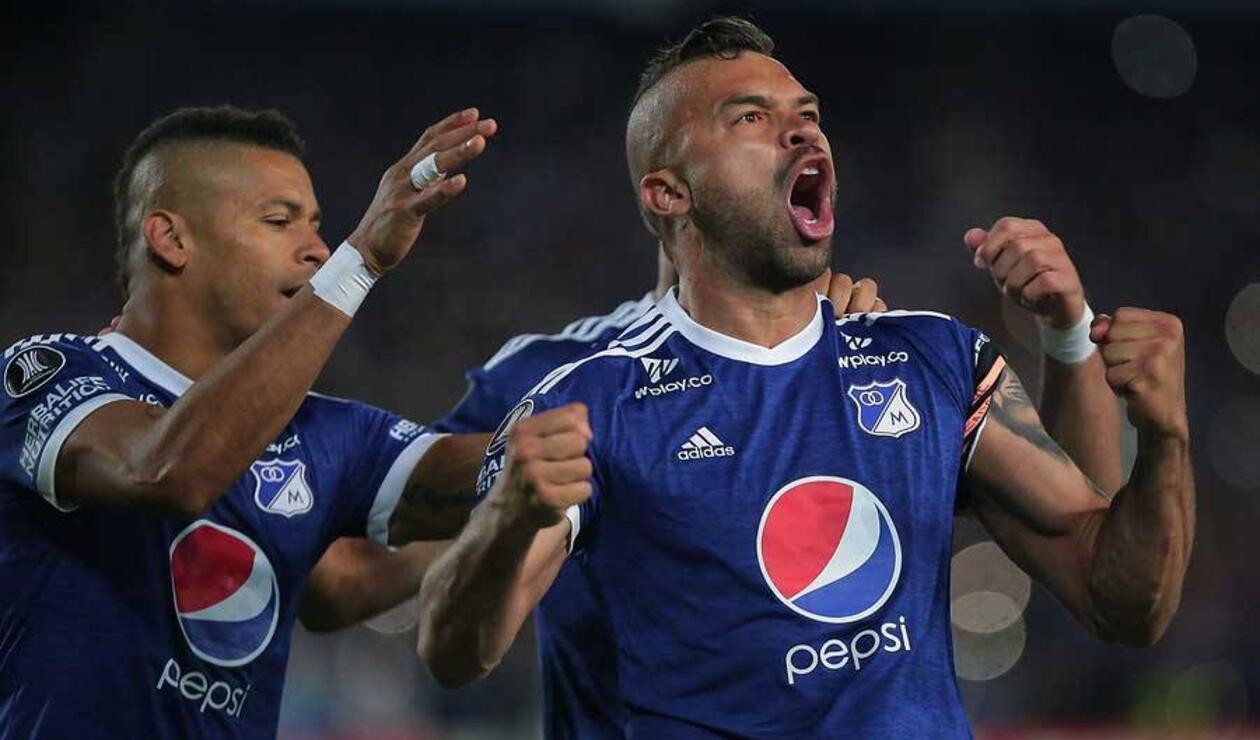 Jugadores de Millonarios celebrando un gol en la Liga Águila