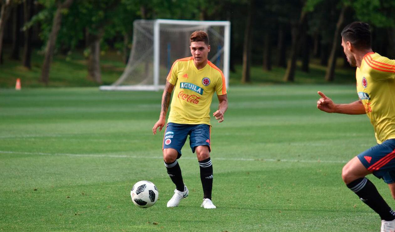 Juan Fernando Quintero en la práctica ante el Génova