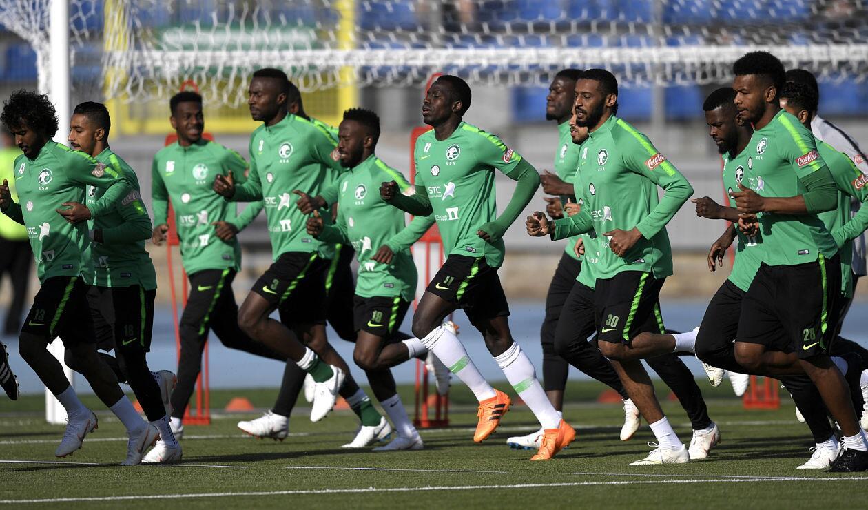 La Selección de Arabia Saudita calentando motores en el estadio Petrovsky, en Rusia 2018