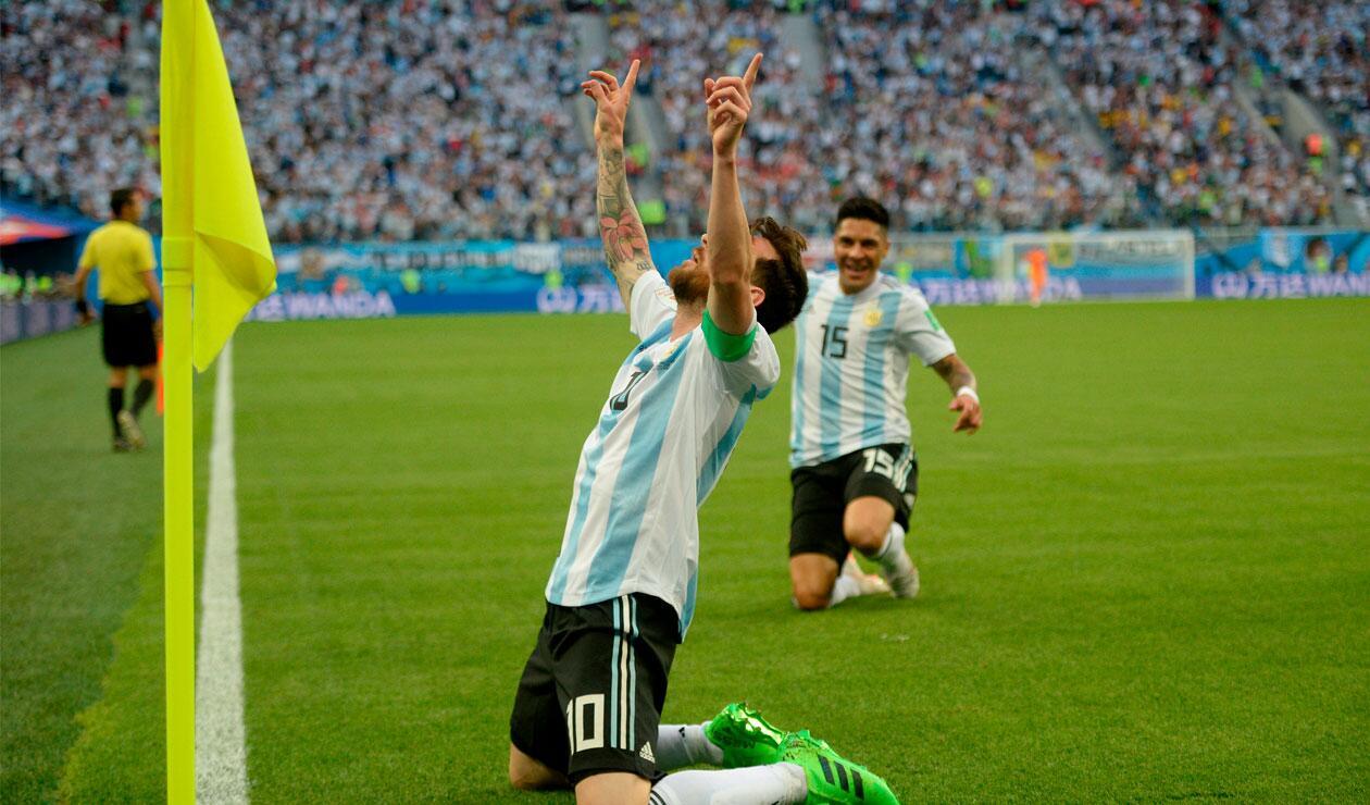Lionel Messi celebra el gol de Argentina ante Nigeria