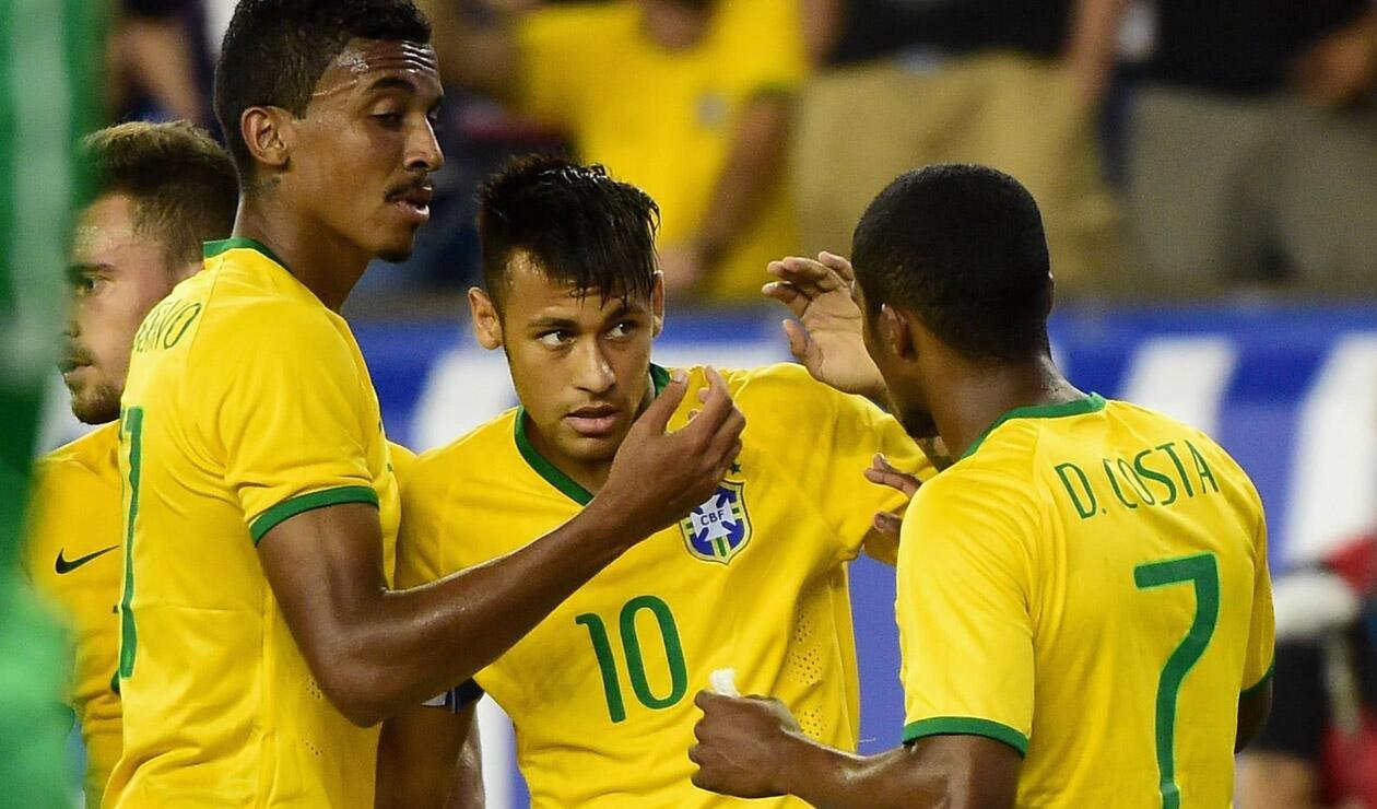 Douglas Costa junto a Neymar en la Selección de Brasil