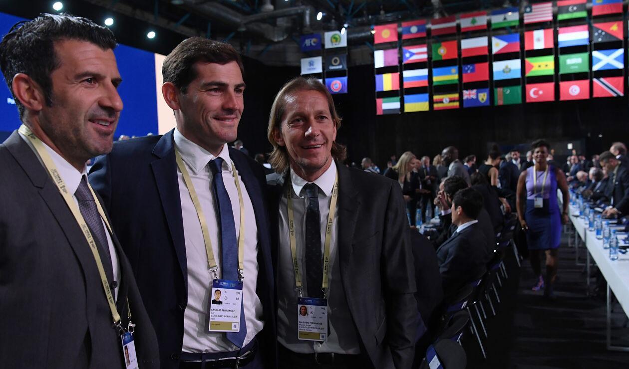 Luis Figo, Iker Casillas y Miguel Salgado en la clausura de la sexta edición de Football For Friendship