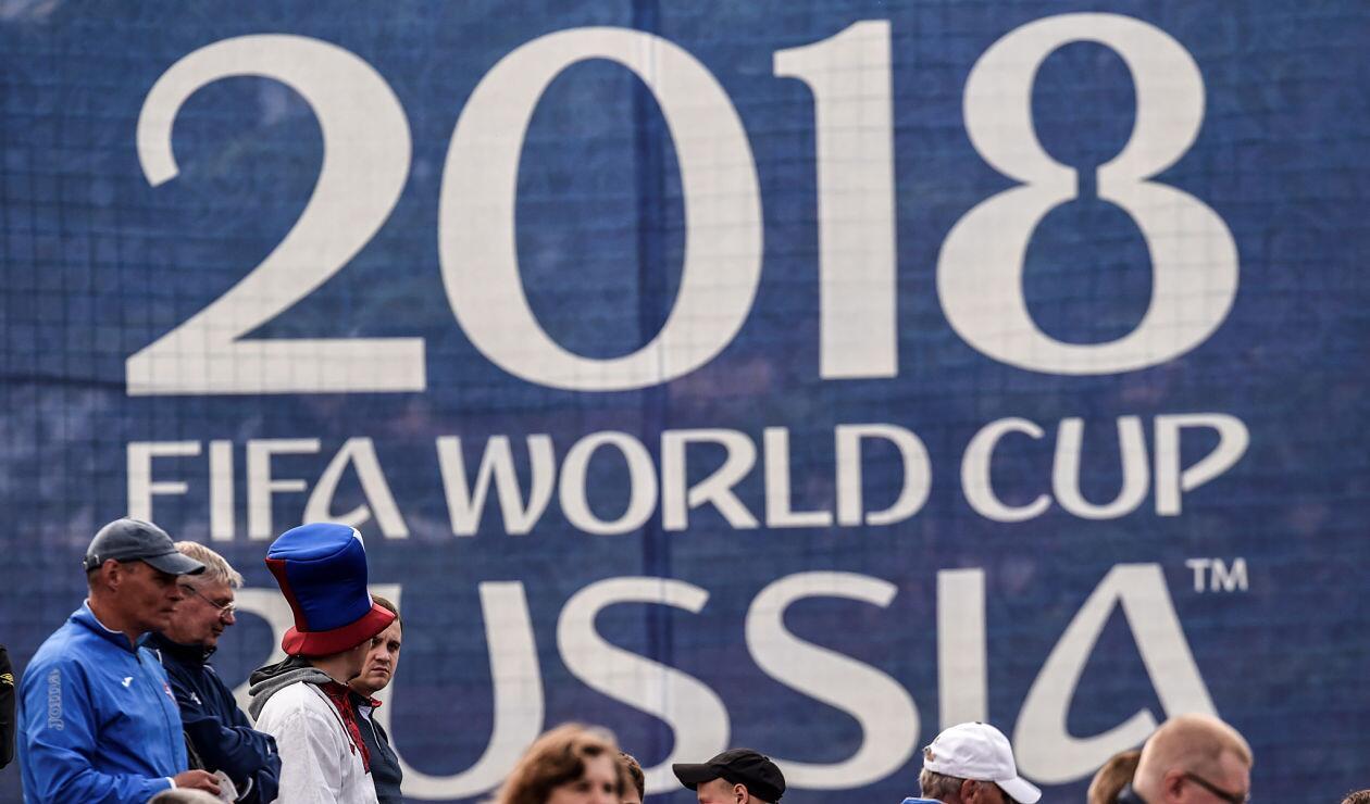 Aficionados de la Selección Panameña viendo una sesión de entrenamiento en Saransk