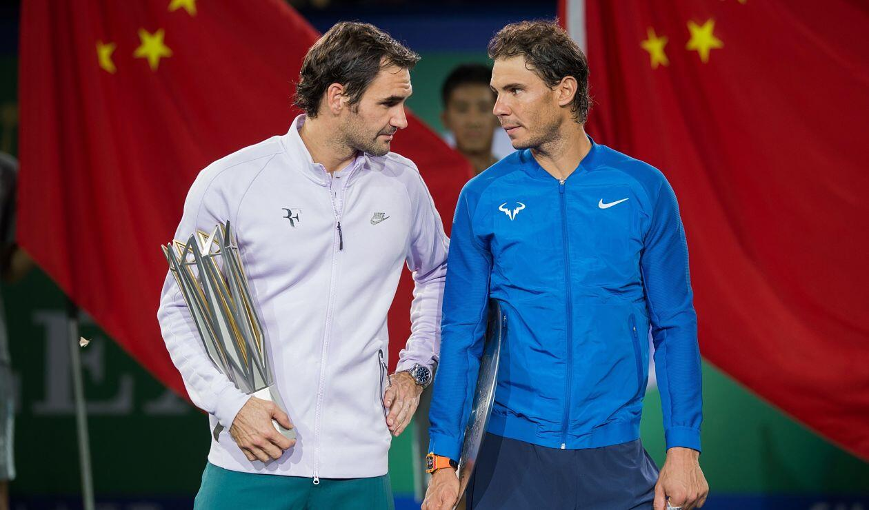 Roger Federer y Rafael Nadal en la premiación del Shanghai Masters en Shanghai en 2017