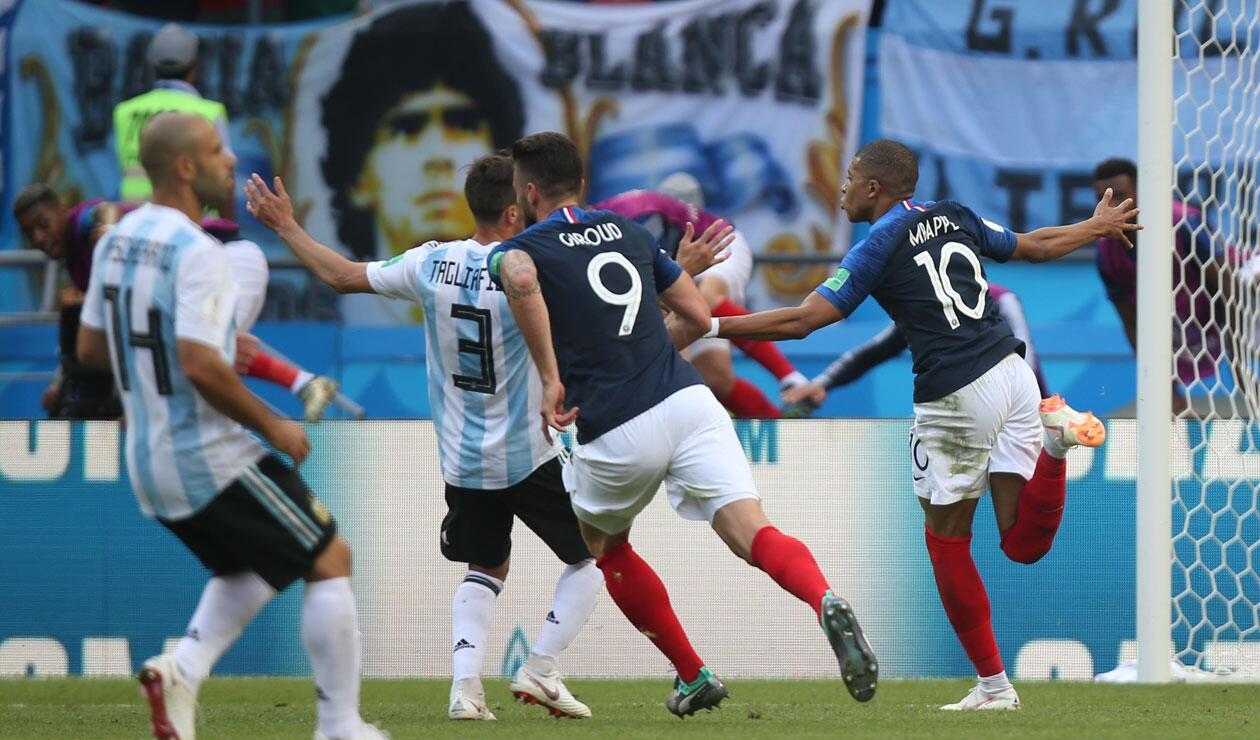 M'bappe celebra el tercer gol de Francia ante Argentina