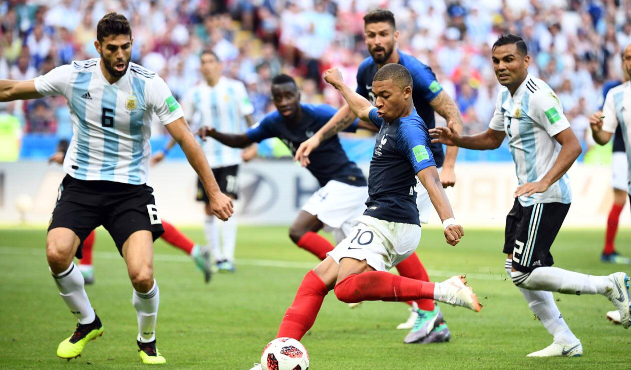 M'bappe anotando el tercer gol de Francia ante Argentina