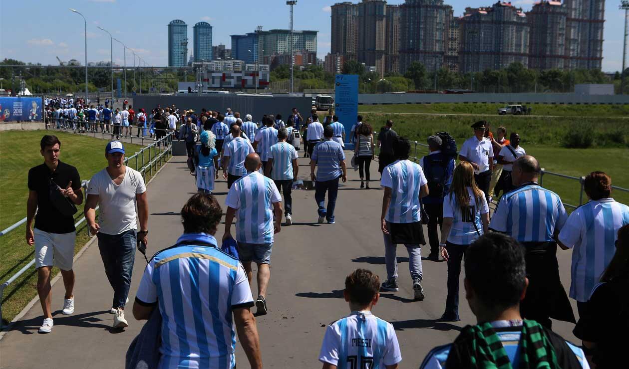 Hinchas de Argentina antes del partido ante Islandia en el Mundial