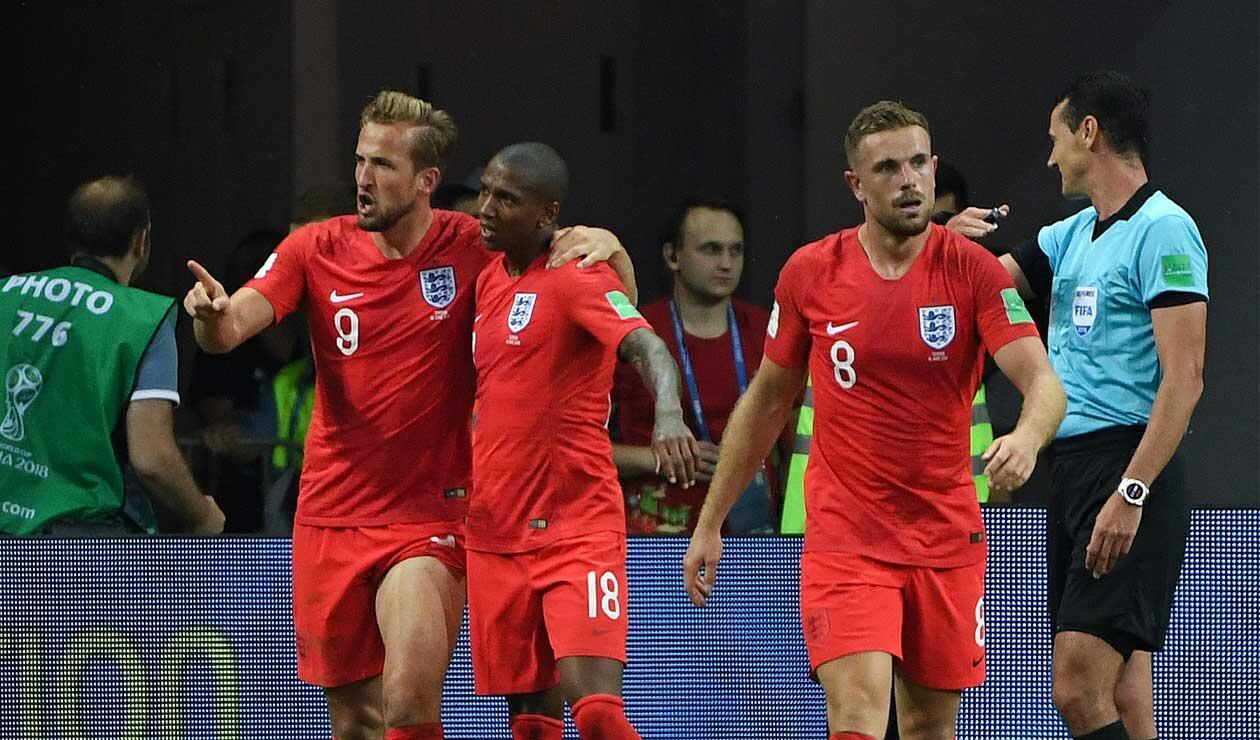 Harry Kane celebra el primer de Inglaterra ante Túnez