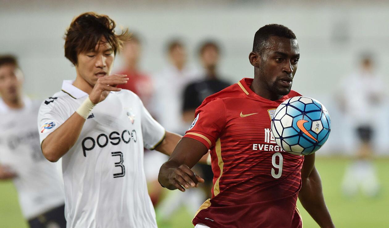 Jackson Martínez, delantero de Guangzhou Evergrande, en un partido de la Superliga China