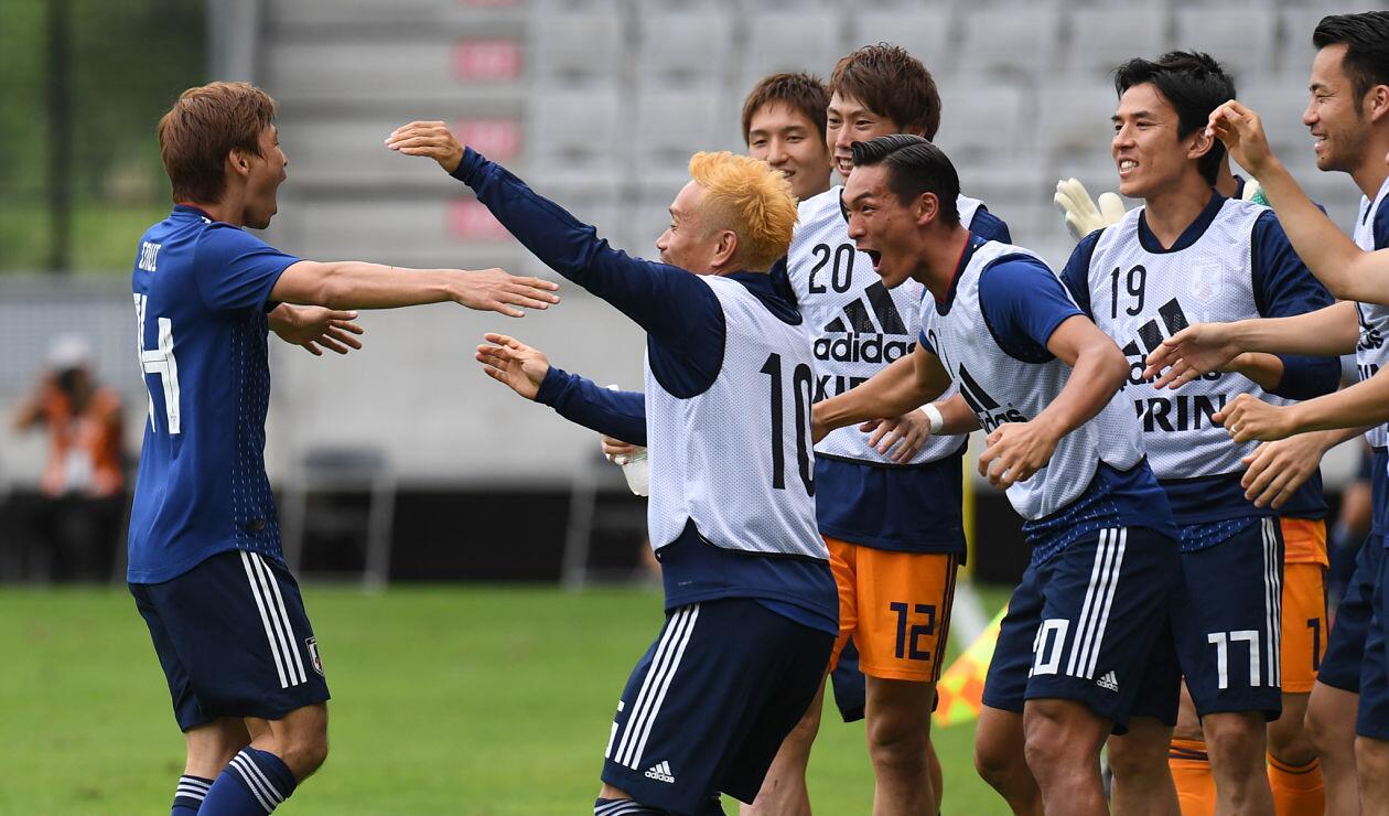 La Selección Japonesa celebrando uno de sus goles frente a Paraguay