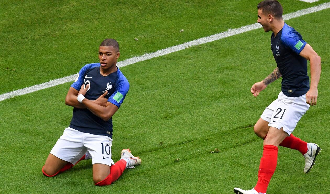 Kylian M'bappe celebra el tercer gol de Francia ante Argentina