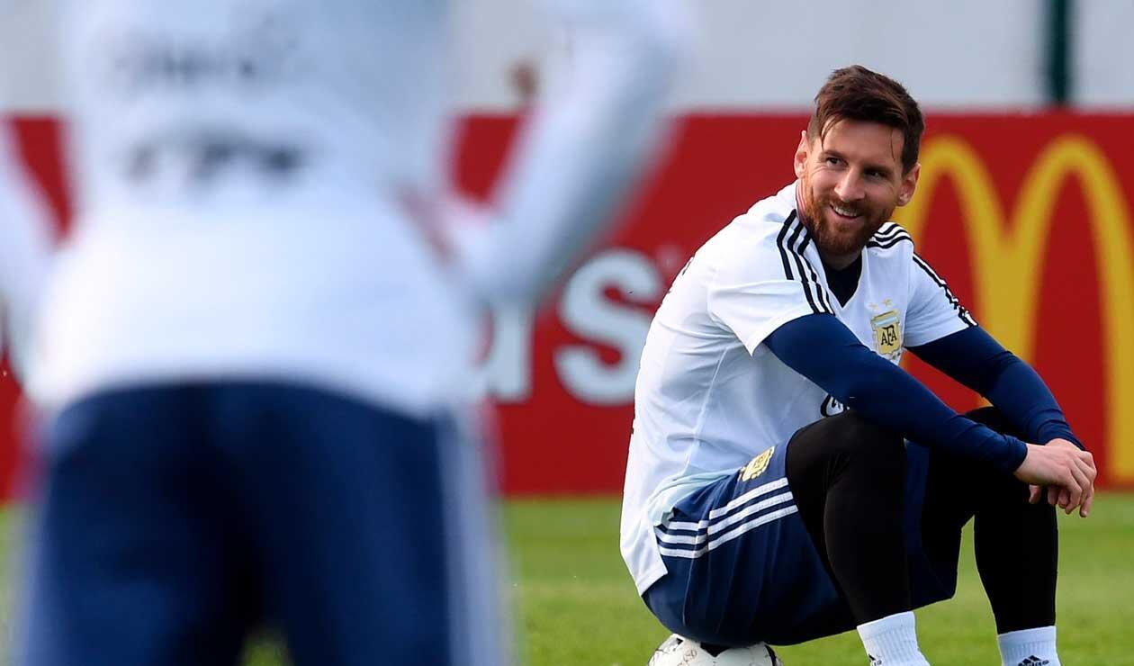 Lionel Messi en sesión de entrenamiento con sus compañeros Gonzalo Higuaín y Sergio Agüero