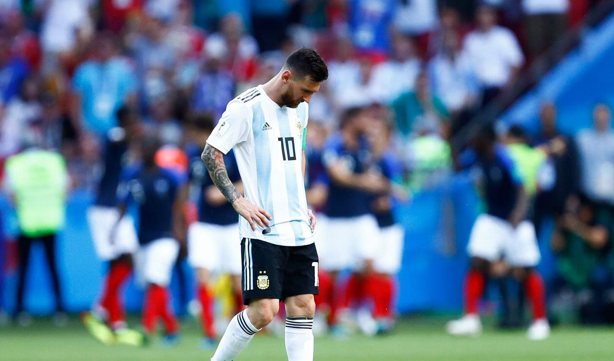 Lionel Messi lamenta el segundo gol de Francia ante Argentina