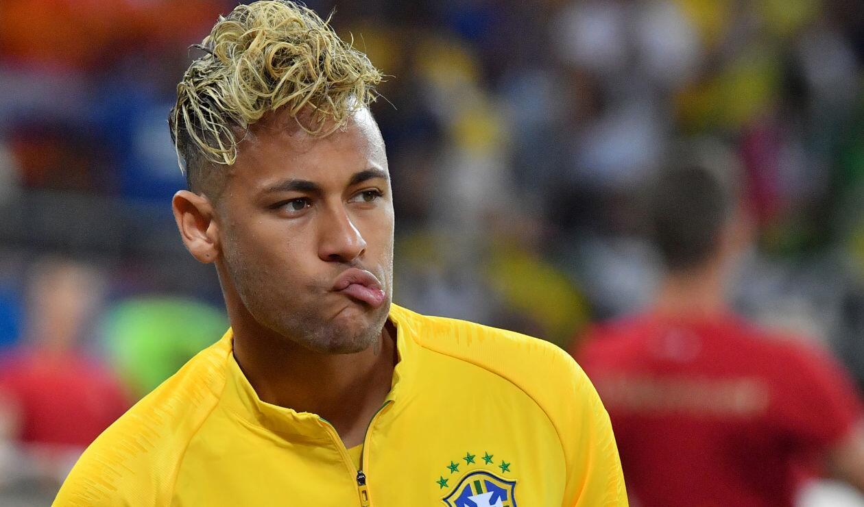 Neymar en los actos protocolarios previo a Brasil y Suiza en el Rostov Arena