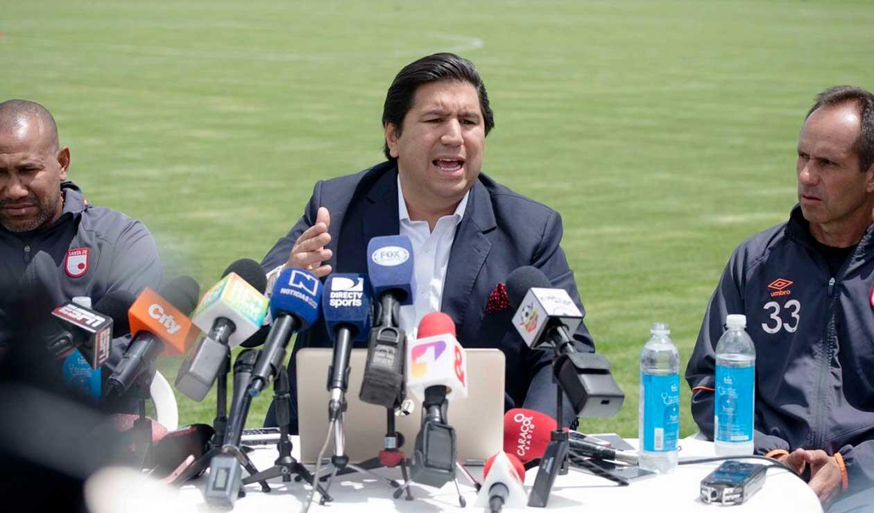 Juan Andrés Carreño, presidente de Santa Fe, en rueda de prensa