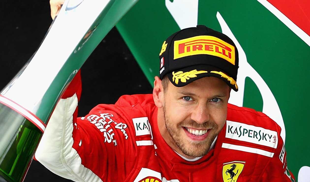 Sebastián Vettel celebrando la victoria en el Gran Premio de Canadá