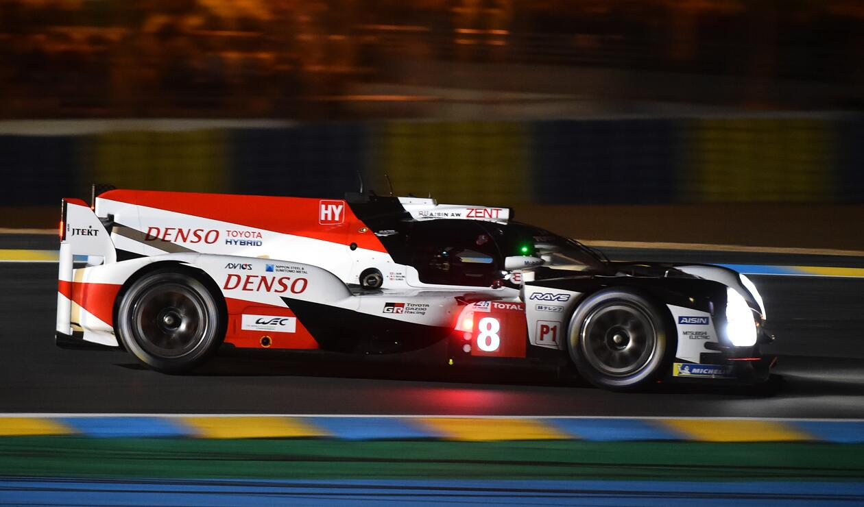 Fernando Alonso corriendo las 24 Horas de Le Mans