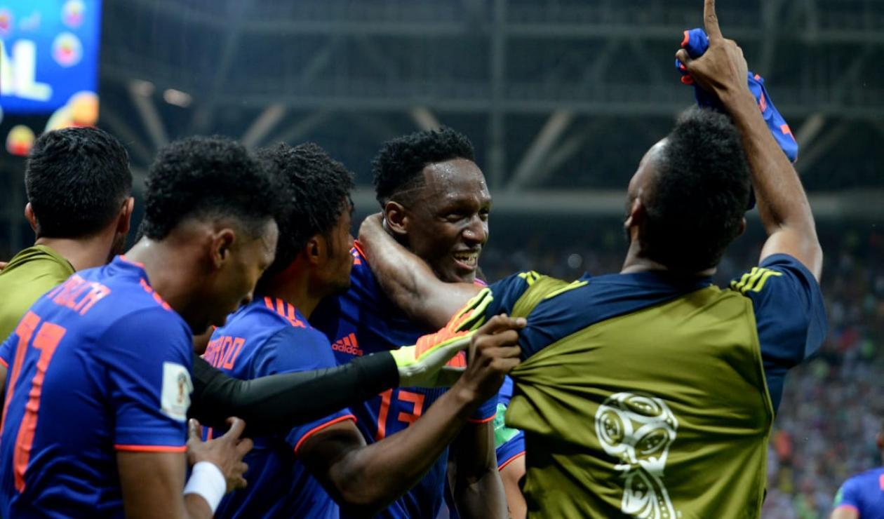 Yerry Mina celebrando el gol con Colombia