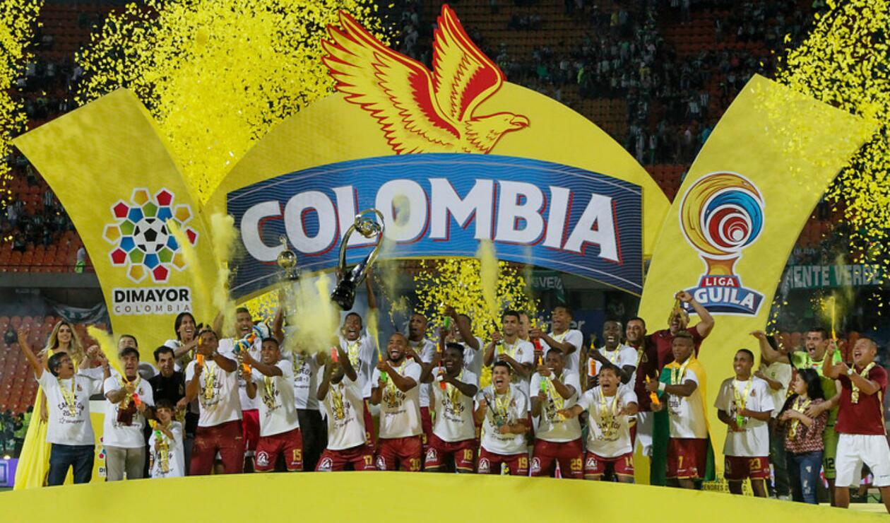 Jugadores del Deportes Tolima celebrando el título