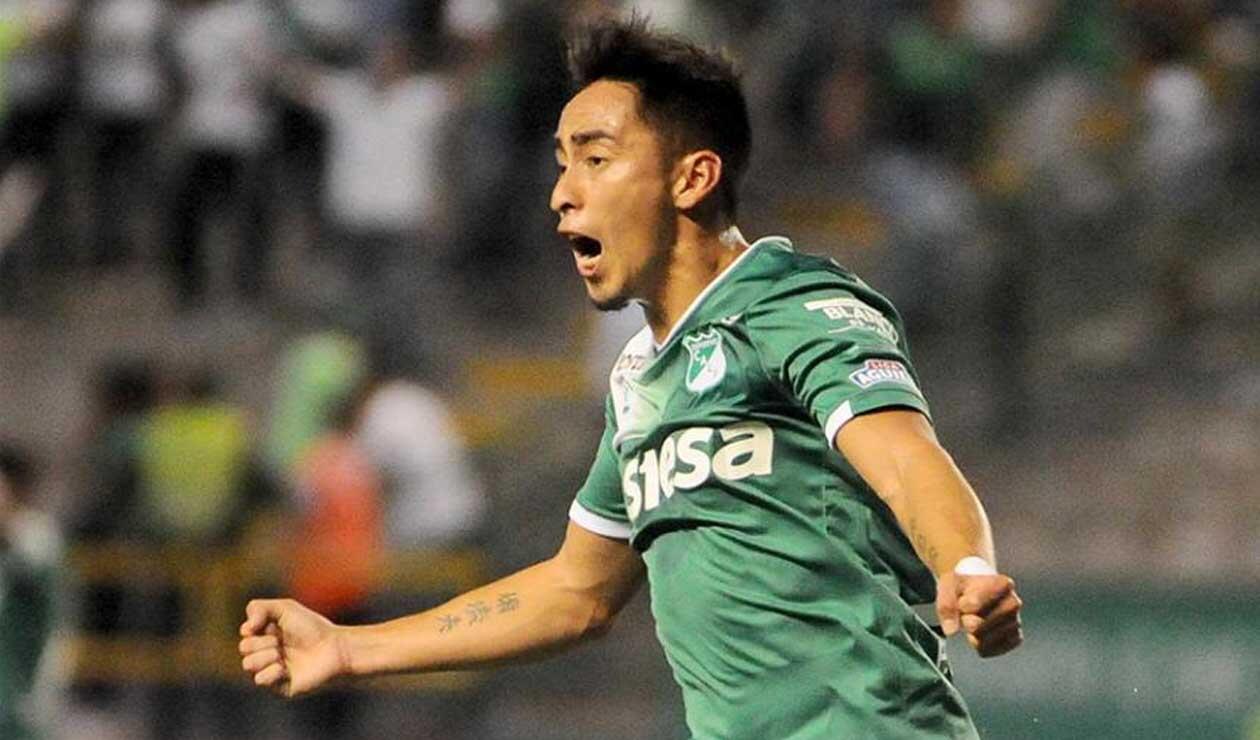 Fabián Sambueza celebrando un gol con el Deportivo Cali