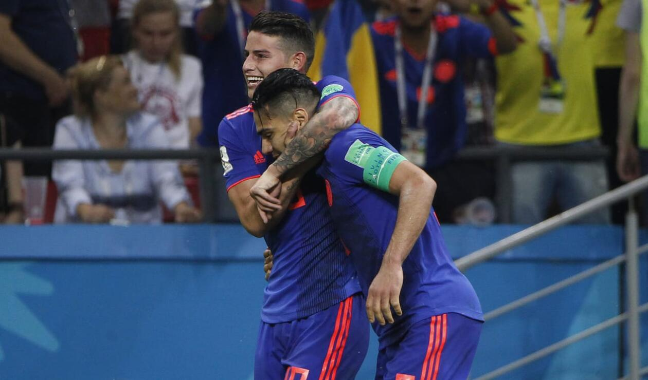 James abraza a su amigo Falcao tras su gol