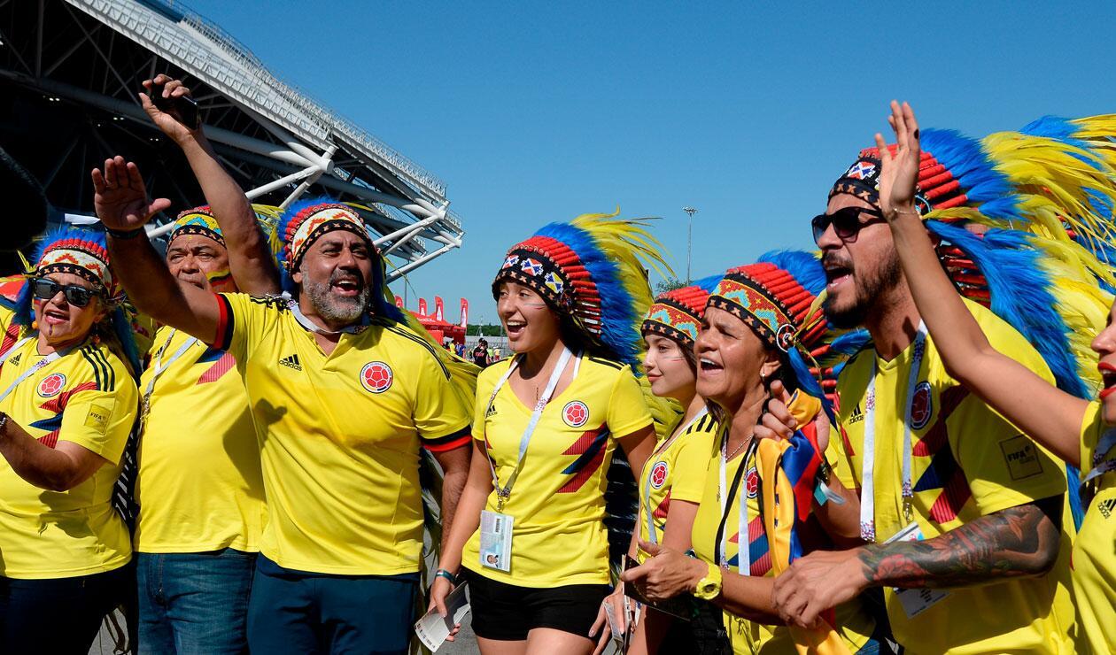 Hinchas de Colombia animar antes del partido frente a Senegal