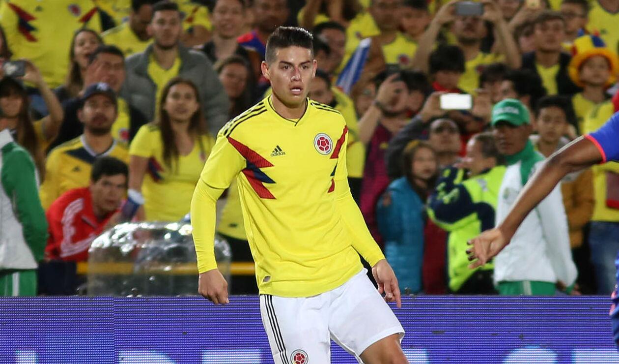 James Rodríguez jugando con la Selección Colombia en el evento de despedida en El Campín de Bogotá