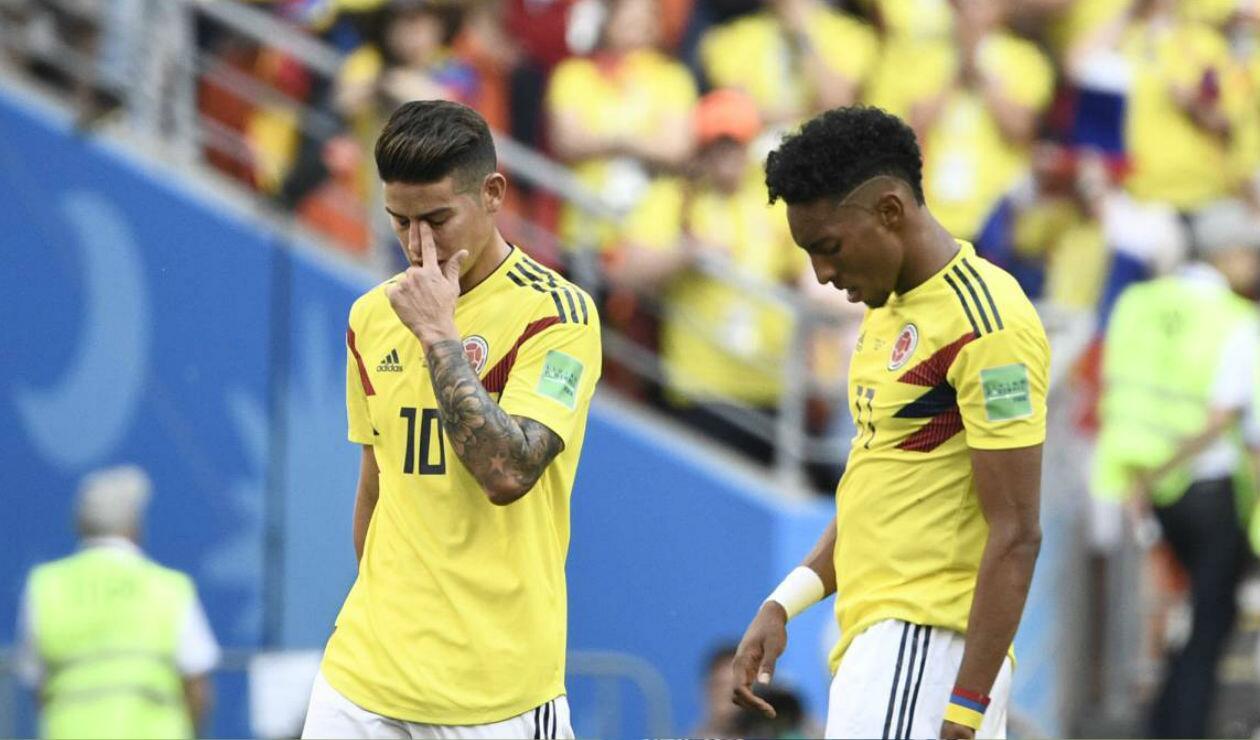 James Rodríguez y Johan Mojica lamentándose tras la derrota ante Japón