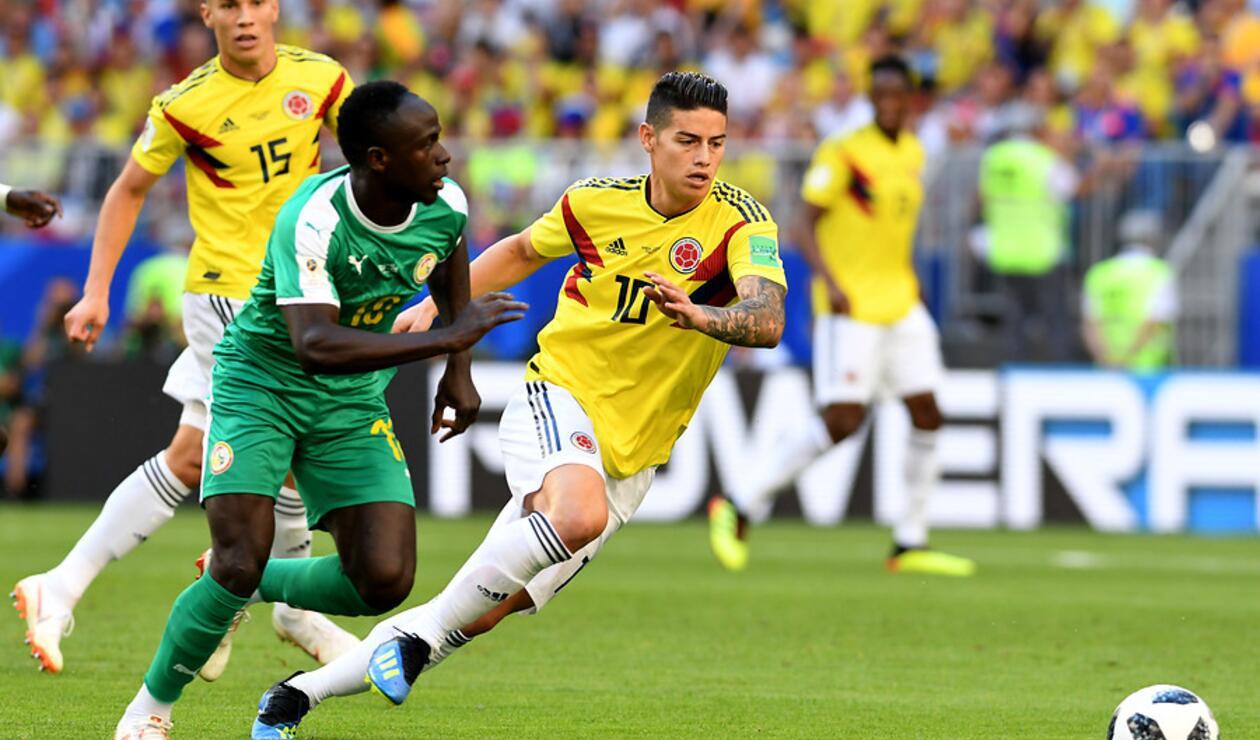 James Rodríguez no terminó el juego ante Senegal en el Mundial por lesión