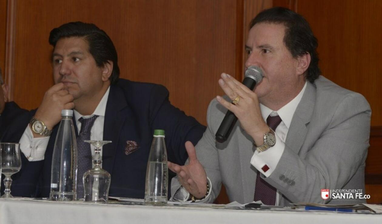 Juan Andrés Carreño (izq) nuevo presidente de Santa Fe