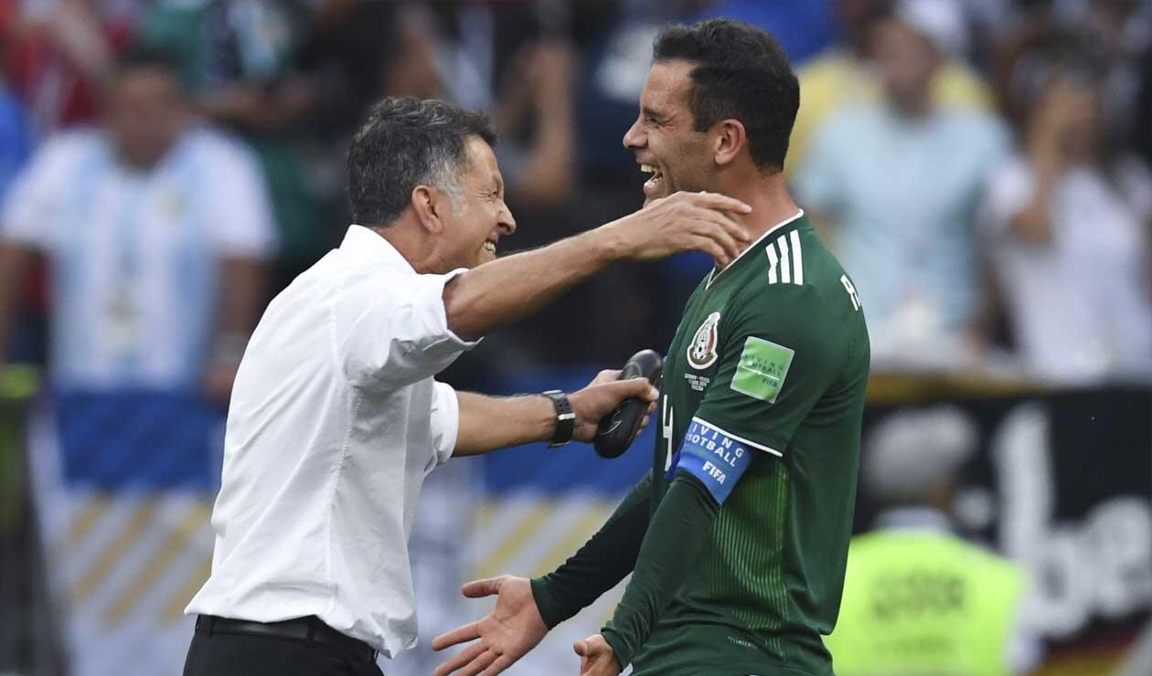 Juan Carlos Osorio celebrando el triunfo de México sobre Alemania