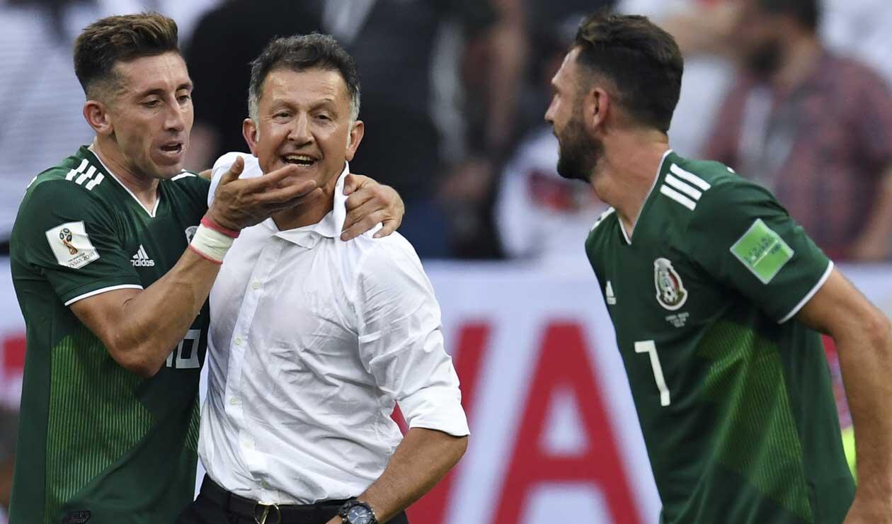 Juan Carlos Osorio celebrando el triunfo histórico de México ante Alemania