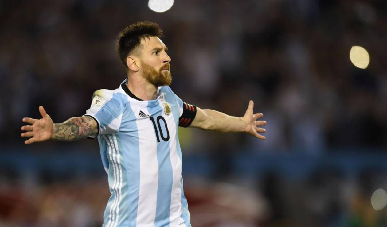 Lionel Messi portando la camisa de la Selección Argentina