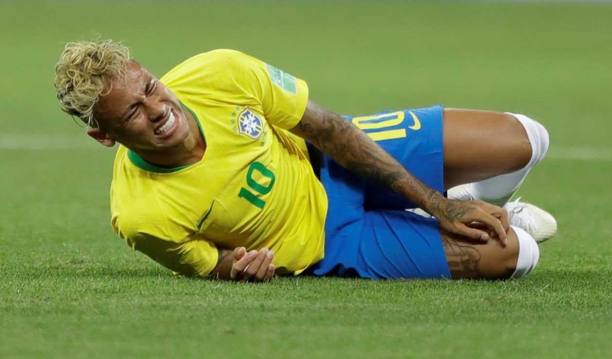 Neymar tras una falta en Rusia 2018